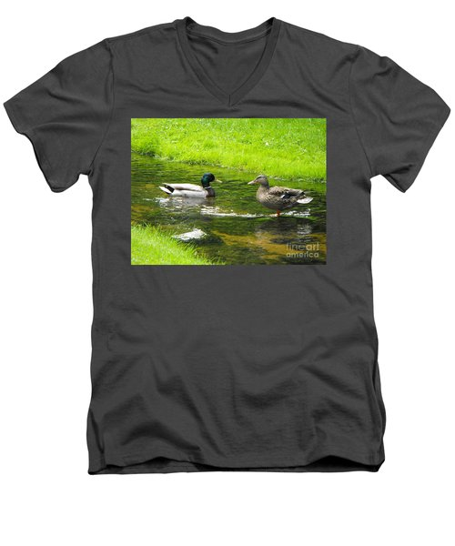 Duck Couple Men's V-Neck T-Shirt
