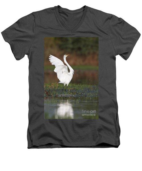 Egret Dancing Men's V-Neck T-Shirt
