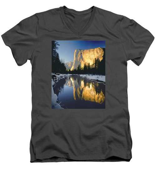 2m6542-el Cap Reflect Men's V-Neck T-Shirt
