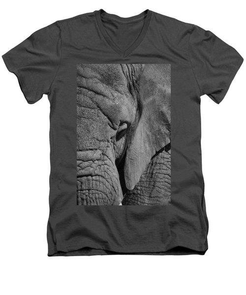 Elephant Bw Men's V-Neck T-Shirt