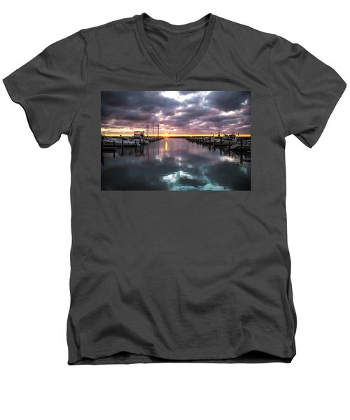 Face In The Water Men's V-Neck T-Shirt