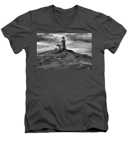 Ferryland Lighthouse Men's V-Neck T-Shirt