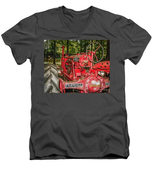 Flash On Farmall Men's V-Neck T-Shirt