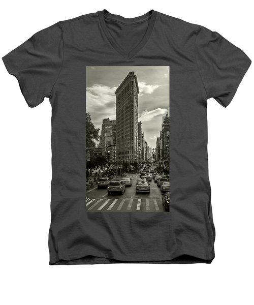 Flatiron Building - Black And White Men's V-Neck T-Shirt