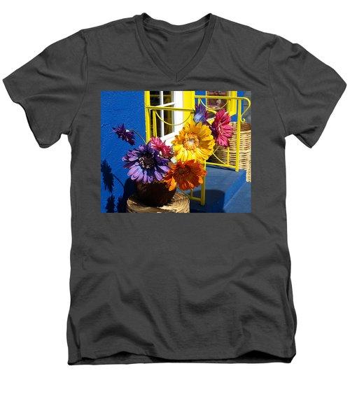 Flores Colores Men's V-Neck T-Shirt
