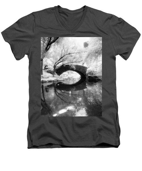 Central Park Photograph - Gapstow Bridge Vertical Men's V-Neck T-Shirt