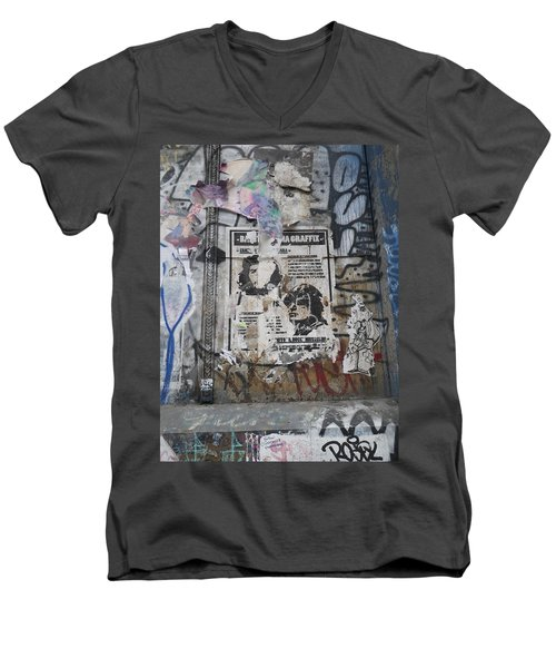 Graffiti In New York City Che Guevara Mussolini  Men's V-Neck T-Shirt