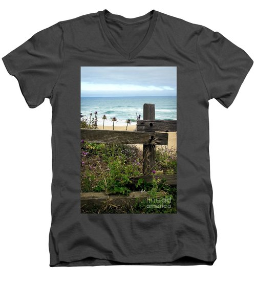 Greetings From San Francisco Men's V-Neck T-Shirt