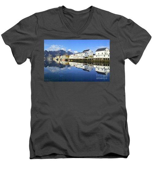 Henningsvaer Harbour Men's V-Neck T-Shirt