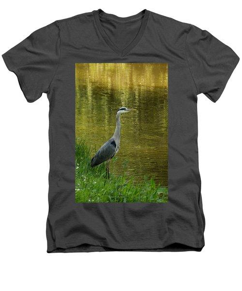 Heron Statue Men's V-Neck T-Shirt