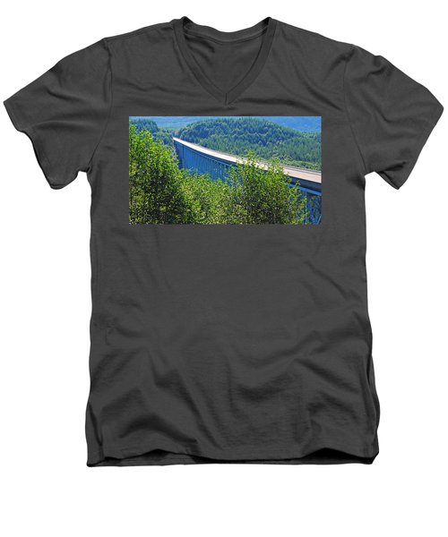 Hoffstadt Creek Bridge To Mount St. Helens Men's V-Neck T-Shirt
