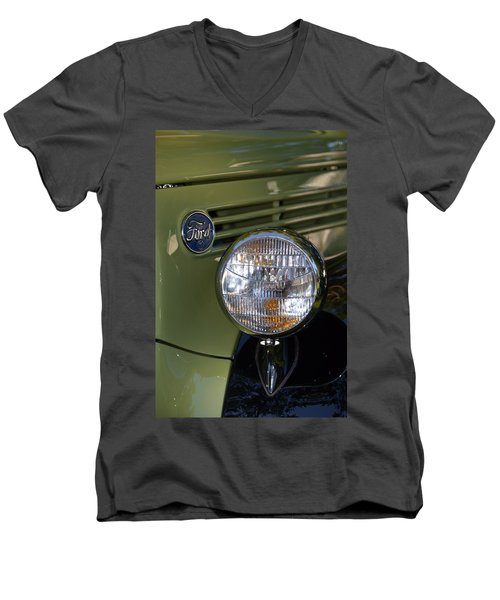 Men's V-Neck T-Shirt featuring the photograph Hr-19 by Dean Ferreira