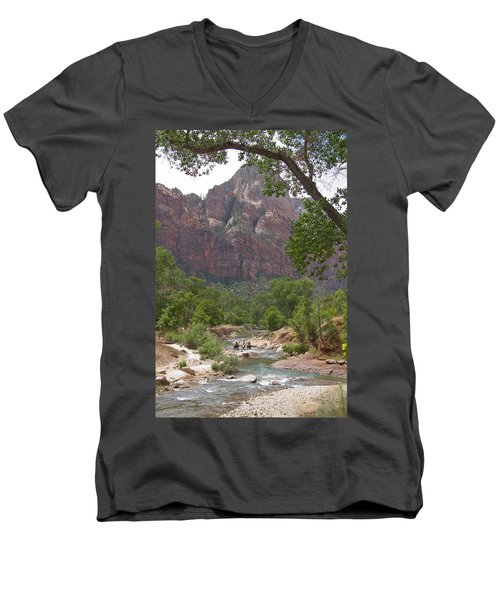 Iconic Western Scene Men's V-Neck T-Shirt