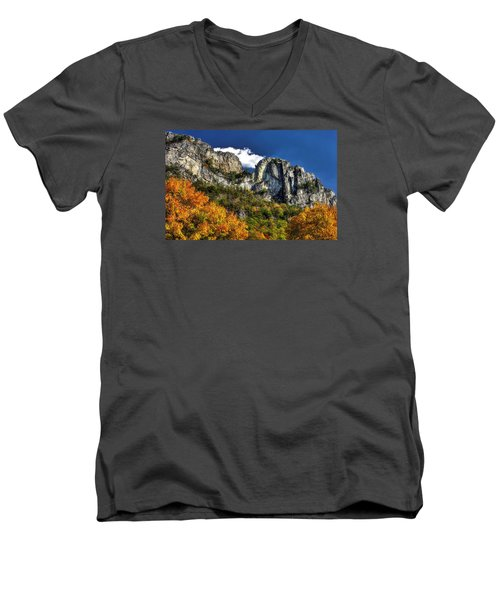 Imposing Seneca Rocks - Seneca Rocks National Recreation Area Wv Autumn Mid-afternoon Men's V-Neck T-Shirt