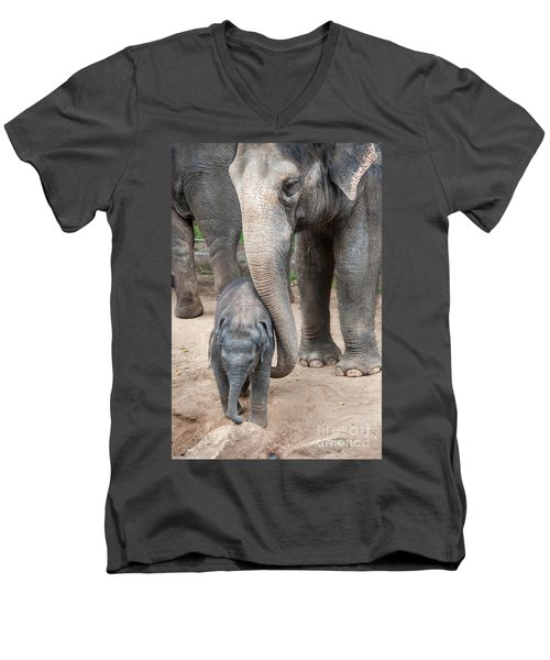 Jumbo Love Men's V-Neck T-Shirt