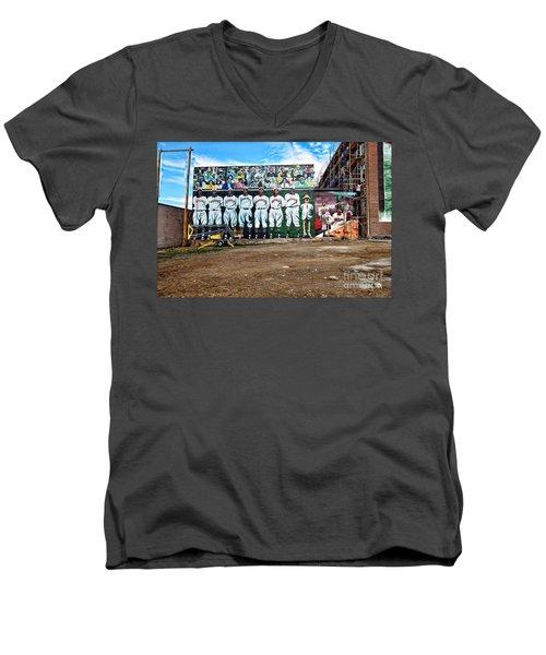 Kc Monarchs - Baseball Men's V-Neck T-Shirt by Liane Wright