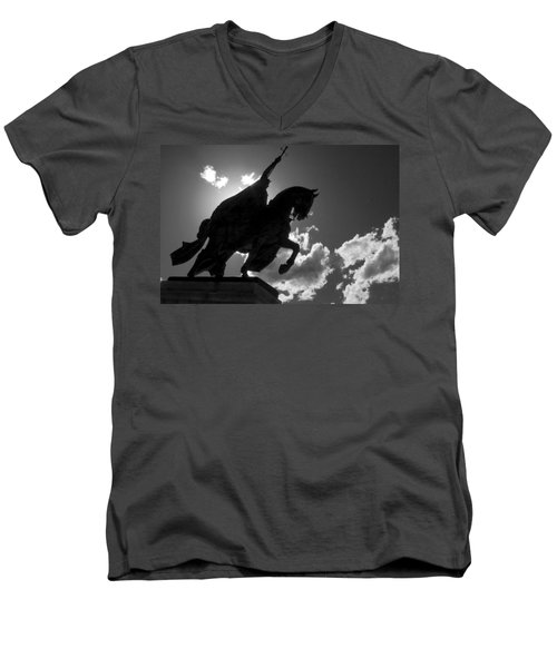 King Horseback Statue Black White Men's V-Neck T-Shirt