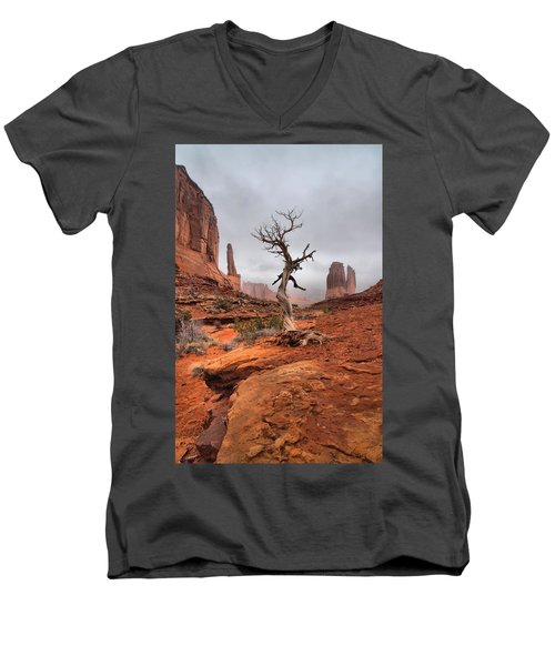 King's Tree Men's V-Neck T-Shirt by David Andersen