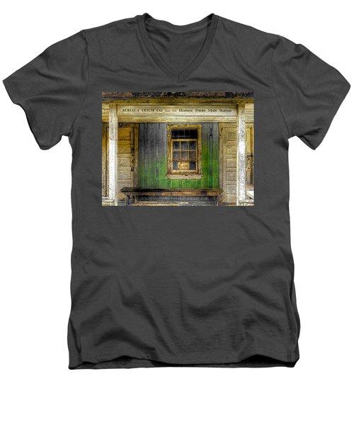 Kohala Mule Station Men's V-Neck T-Shirt