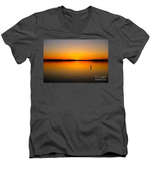 Lake Independence Sunset Men's V-Neck T-Shirt