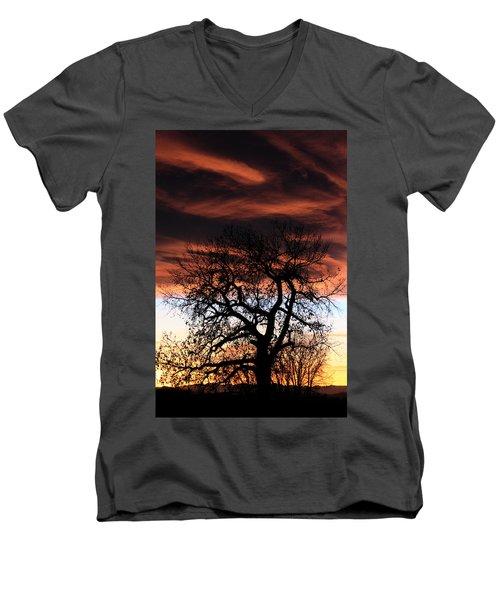 Large Cottonwood At Sunset Men's V-Neck T-Shirt