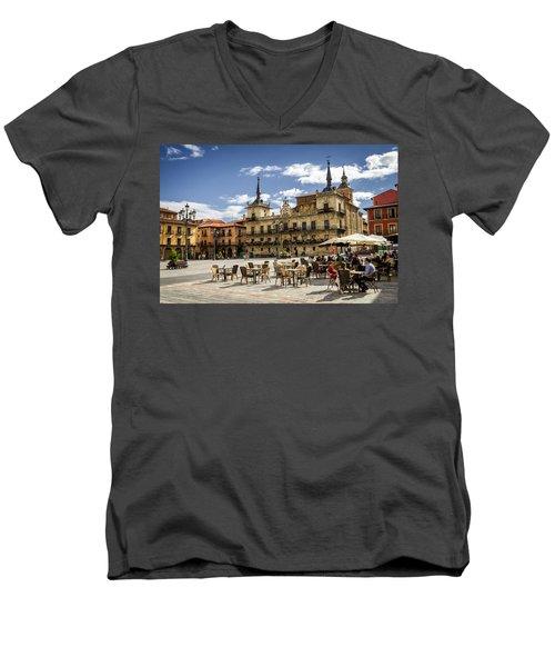 Leon City Hall Men's V-Neck T-Shirt