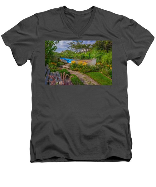 Lifeboat Seating Men's V-Neck T-Shirt