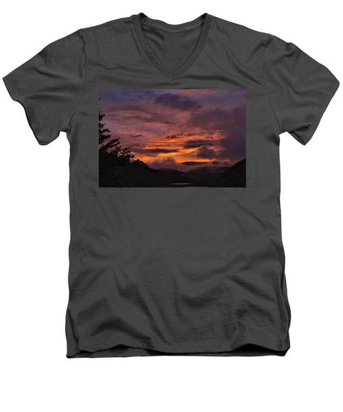 Light And Color Show Men's V-Neck T-Shirt