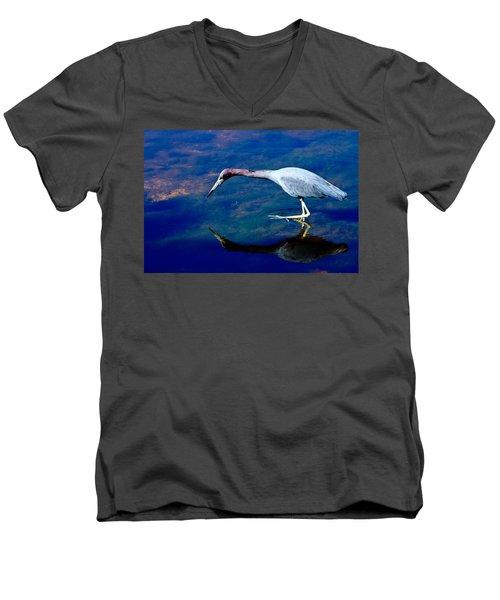 Little Blue Heron Fishing Men's V-Neck T-Shirt