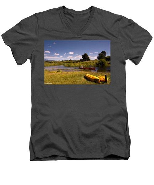 Little Deschutes River Bend Sunriver Thousand Trails Men's V-Neck T-Shirt