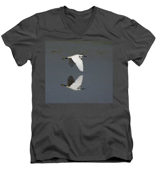 Little Egret In Flight Men's V-Neck T-Shirt