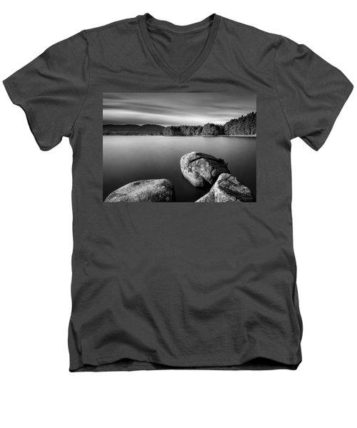 Loch Garten Men's V-Neck T-Shirt