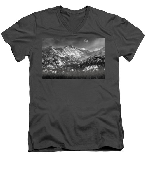 Longs Peak Rocky Mountain National Park Black And White Men's V-Neck T-Shirt