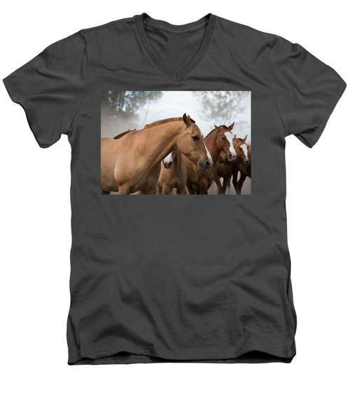 Los Caballos De La Estancia Men's V-Neck T-Shirt