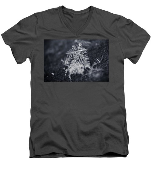 Macro Snowflake Men's V-Neck T-Shirt