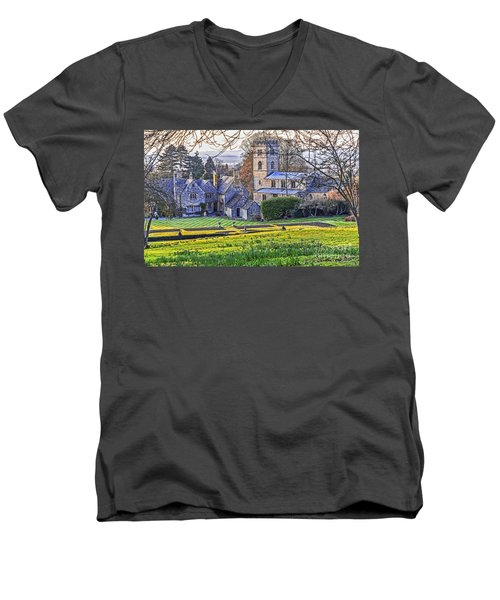 Manor House Men's V-Neck T-Shirt