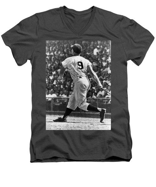 Maris Hits 52nd Home Run Men's V-Neck T-Shirt