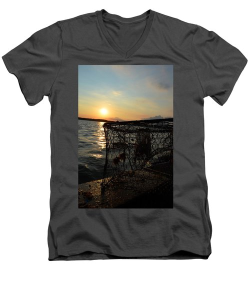 Maryland Crabber's Horizon Men's V-Neck T-Shirt