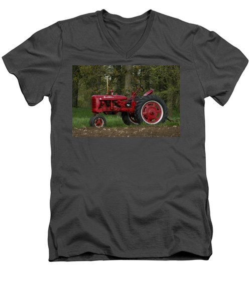 Mccormick Farmall Men's V-Neck T-Shirt