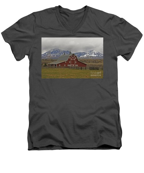 Midway Ranch Barn Men's V-Neck T-Shirt