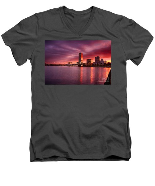 Milwaukee Sunset Men's V-Neck T-Shirt