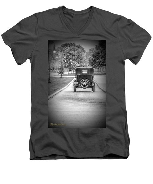 Model T Ford Down The Road Men's V-Neck T-Shirt