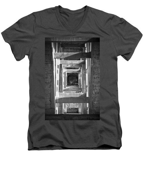 Naive Men's V-Neck T-Shirt