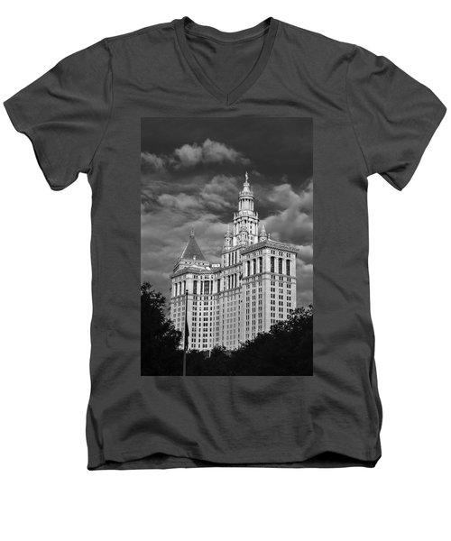 New York Municipal Building - Black And White Men's V-Neck T-Shirt