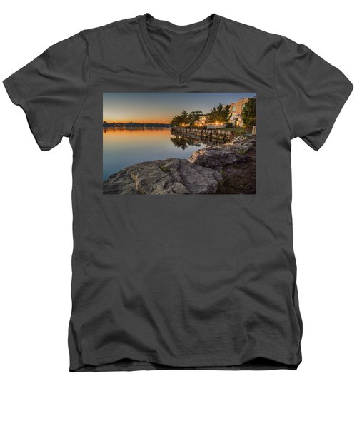 Niagara On The Lake  Men's V-Neck T-Shirt