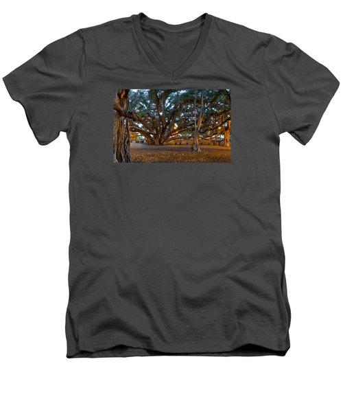 Octobanyan Men's V-Neck T-Shirt