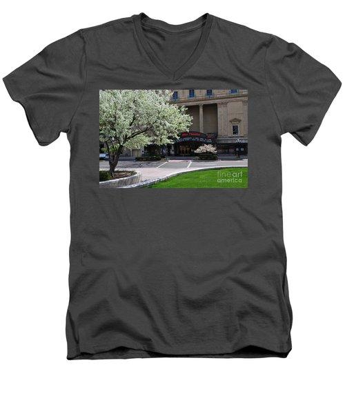 D45l42 Ohio Theatre Photo Men's V-Neck T-Shirt