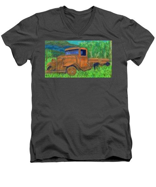 Old Canadian Truck Men's V-Neck T-Shirt