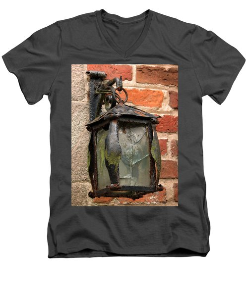 Old Carriage Lamp Men's V-Neck T-Shirt