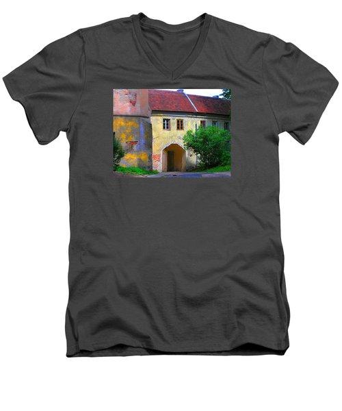 Old City Men's V-Neck T-Shirt